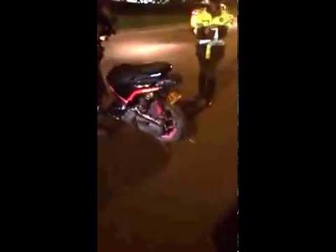 policia de transito no sabe que la moto es automatica