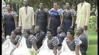 Isi Izahinda Umushyitsi - Hoziana Choir