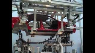 طريقة تركيب اجزاء السيارة فى مصانع تويوتا - مدهش
