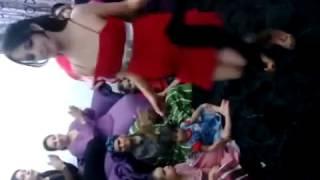 رقص عراقي يخبل خاص جدا في المنزل واتحداك اذا لم تشاهد الفيديو اكثر من مره