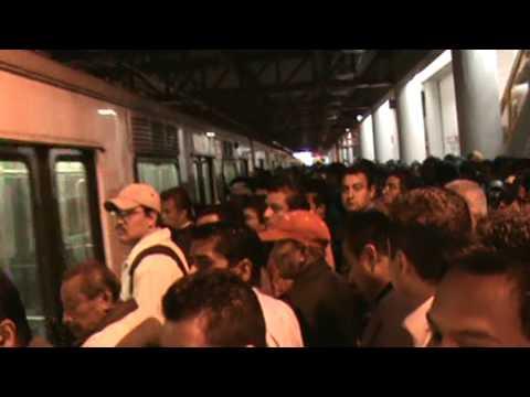 Horas pico en el metro mexicano estación La Paz