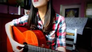 Clip cô gái chơi guitar hát tình ca hút 90 000 lượt xem