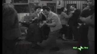 A. Sordi -il segno di Venere  -1955 (alla festa)