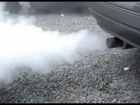 Dica Motor fumando Fumaça branca azul e preta