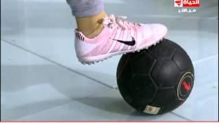 إنتبهوا أيها السادة - ياسمين محمد صاحبة أول أكاديمية لتعليم الفتيات كرة القدم تستعرض مهاراتها