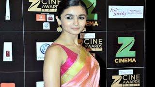 Alia Bhatt Hot In Saree With Sleeveless Blouse At Zee Cine Awards 2017