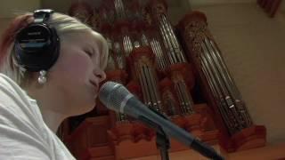 Sarah Sanders singing Hallel