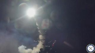 Paviešinti kadrai, kuriuose iš JAV laivų paleidžiamos raketos