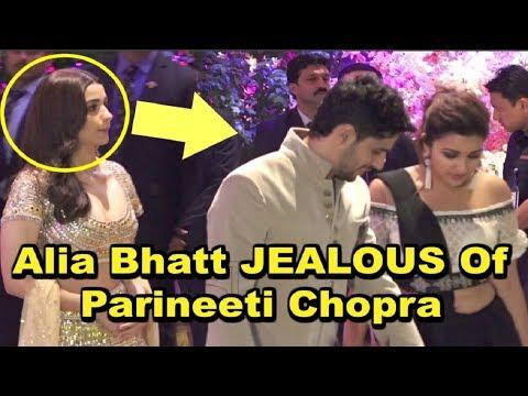 Xxx Mp4 Alia Bhatt SHOCKING REACTION On Seeing Ex Boyfriend Siddharth Malhotra With Parineeti Chopra 3gp Sex