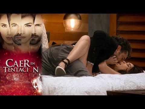 Damián enloquece de pasión por Carolina   Caer en tentación - Televisa