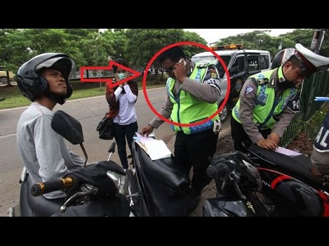 Xxx Mp4 Polisi Ini Gemeteran Saat Ditanya Oleh Pemuda Kenapa Melakukan Razia Di Tempat Ini 3gp Sex