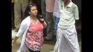 hot bengali actores walking the road on new film shooting