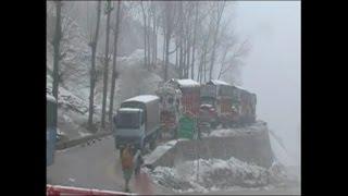 बर्फबारी ने रोकी जम्मू-श्रीनगर NH की रफ्तार, अगले 72 घंटों का अलर्ट जारी