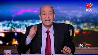 عمرو أديب يتبرع بـتيشرت بتوقيع صلاح لطفل مصري يرتدي كيسا عليه اسم ورقم الفرعون المصري