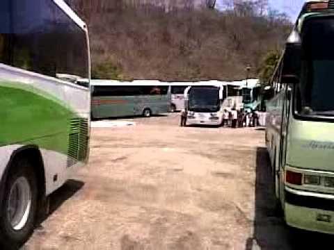 Playa la Entrega llena de autobuses y turistas