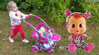 Babies dolls playing in the toys store with funny Stacy Video for kids