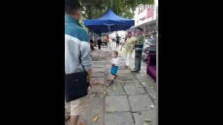 Toddler picked up steel pipe to defend his grandma from ‪China‬'s urban management force