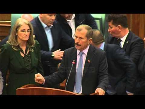 Kosovë, sërish gaz në Kuvend; ndërpritet seanca - Top Channel Albania - News - Lajme