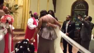 Wedding Praise Break! Bride dances at wedding!