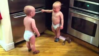 Разговор двух близнецов =)