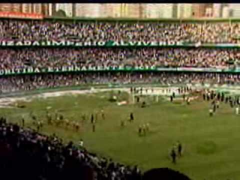Torcedores do coxa promovem bárbarie após o rebaixamento do time