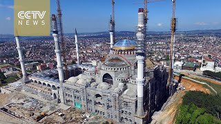 Turkey's biggest mosque stirs controversy