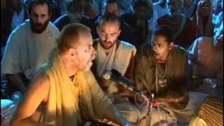 Hare Krsna Kirtan At Sri Vrindavan Dham w/ Aindra Prabhu ep1