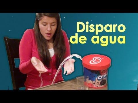 Broma del helado que dispara agua a Lesslie Video de risa broma con globo de agua en el helado