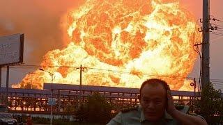 Massive Explosion In China Tianjin 12/08/2015.China Explosion Synced Up - 国内朋友圈速递--天津塘沽发生化学品剧烈爆炸1