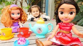Meryem Prenses Elena oyuncağı açıyor