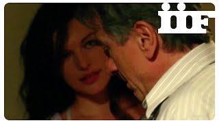 STONE   Incontro hot Jovovich - De Niro   CLIP ITA