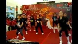 Kids age 5-8 years dance Choco Latte at Onejaya Shopping Mall, Kuching
