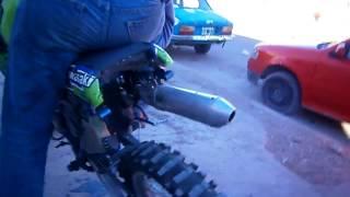 Kawasaki KDX 200cc 2T  a toda potencia
