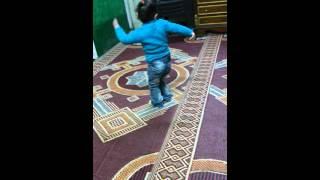 احلي طفله في الدنيا بترقص علي المهرجانات هتستغرب عليها
