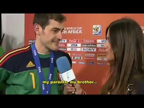 Casillas Kissing his very Sexy Girlfriend Sara sweet moment
