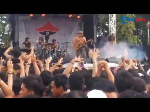 Video Suasana Konser Iwan Fals Saat Acara Munas Oi di Lampung