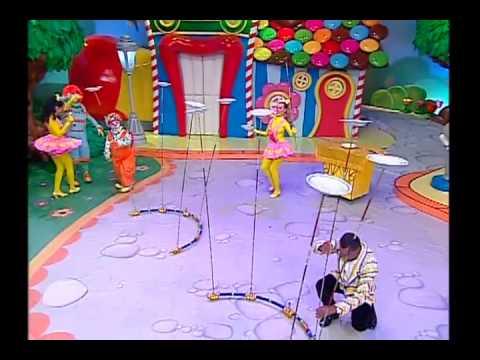 Carrossel Animado Malabarista impressiona com pratos bailarinos