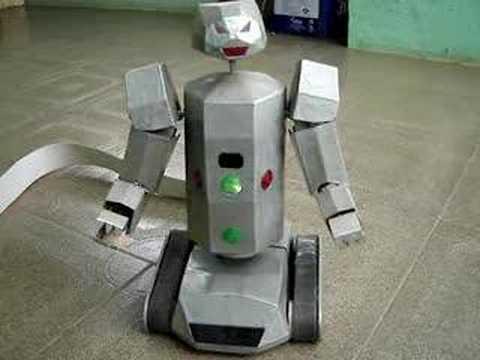 Robô caseiro feito de sucata e com criatividade. Video1