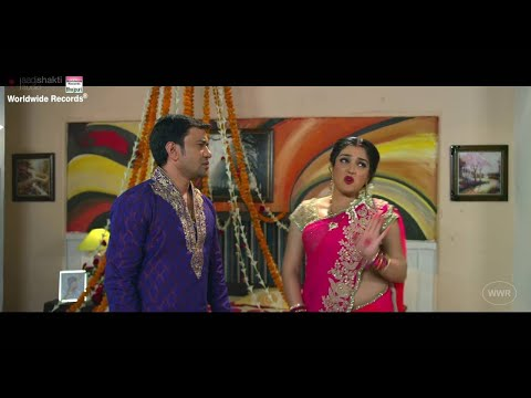KISSING Dinesh Lal Yadav, Aamrapali Dubey, Kajal Raghwani   AASHIK AAWARA -Jhumka Jhulaniya Diha