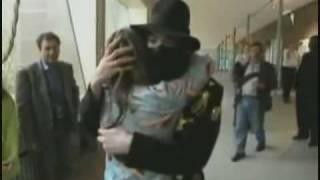 Fans kiss and hug Michael Jackson - HD Quality