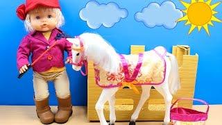 La Bebé Nenuco Daniela aprende a montar a caballo   Set de equitación para muñecas bebé