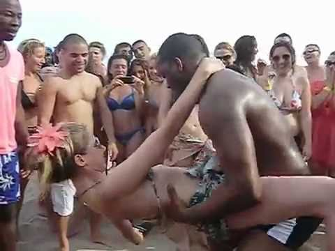 CRIOLA BEACH FESTIVAL 2012: HOT DANCE KUDURU-AFROHOUSE on the beachAfro-house on the beach!