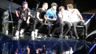 One Direction *Live While we're Young* * Boys being sassy during Nialls speech Chicago 7/13/13
