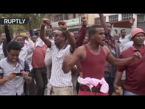 Violence erupts in S. Africa as police clash with anti-immigrant demonstrators