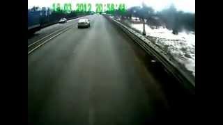 سائق شاحنة قرر تعليمه آداب القياده  ......