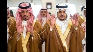 سمو الأمير محمد بن عبدالرحمن وسمو الأمير خالد بن عياف يؤديان صلاة الميت على الشهيد فيصل المطيري