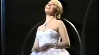 Elaine Paige -Don't Cry For Me Argentina -Lyrics, 1985