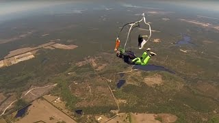Friday Freakout: Sketchy Parachute Opening,Skydiving Student Forgets Training