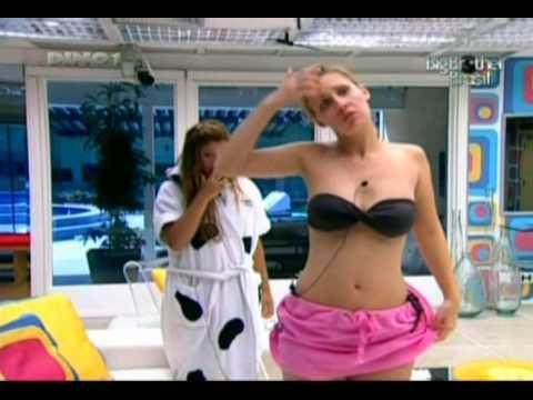 Ana Carolina BBB9 Monstrando a bunda Ana BBB9 shows ass