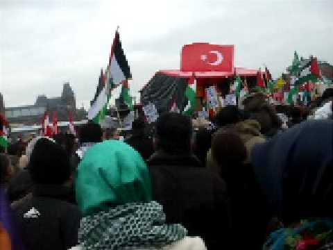 Harry van Bommel tijdens demonstratie in Amsterdam tegen Israelisch geweld in Gaza